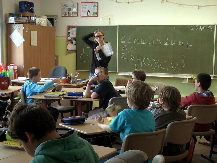 """Ein Blick hinter die Kulissen von Schule – Interview mit Jakob Schmidt zu seinem Film """"Zwischen den Stühlen"""""""